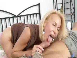 aged cougar copulates guy