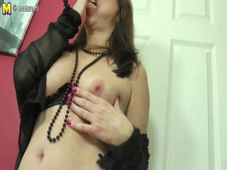 hot mama-next-door playing with her bawdy cleft