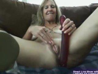 hawt hot aged vanylla gives a foot job