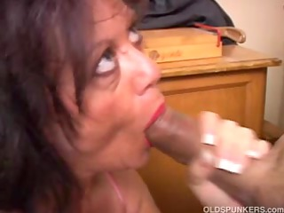 alluring mature chick gives a oral job lesson