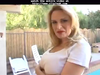 lynn lemay is a sexy mother i hungry for youthful