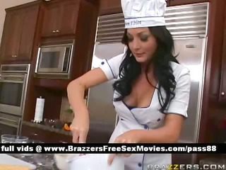 amateur brunette floozy in the kitchen shows how