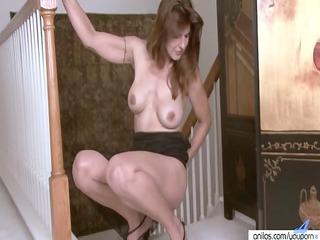 spruce housewife stuffs pants in her twat
