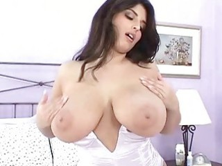 seductive brunette mother i masturbates in hawt