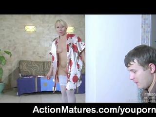 hot mature d like to fuck caught masturbating