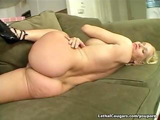 smokin hot cougar riding weenie