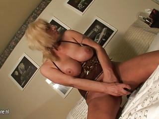 blonde older mother masturbate