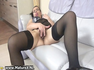 horny housewifes likes pleasing her own