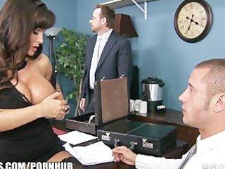 big-tit brunette d like to fuck lisa ann gives a