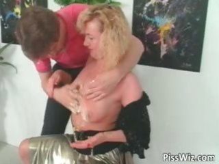 mature whore likes to have a fun in hawt piss