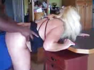 golden-haired big booty pawg d like to fuck gives