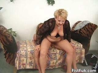 fat older blond acquires her cunt