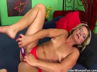 mature housewife gets fisted