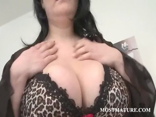 older cougar showing sexy assets