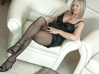 hawt blonde d like to fuck in hose uncovers her