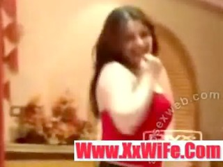 sexy arab legal age teenager in khaliji dance