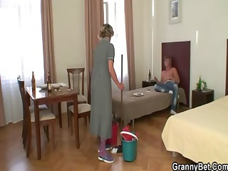 old whore acquires her hairy snatch plowed