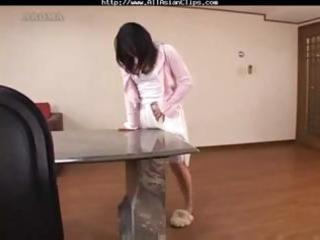 mommy acquires off by rubbing on the tables