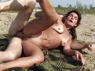 wife and hubby fuck near the river