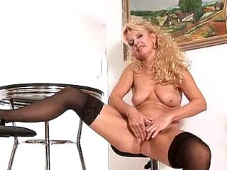Merilyn is a mature cougar